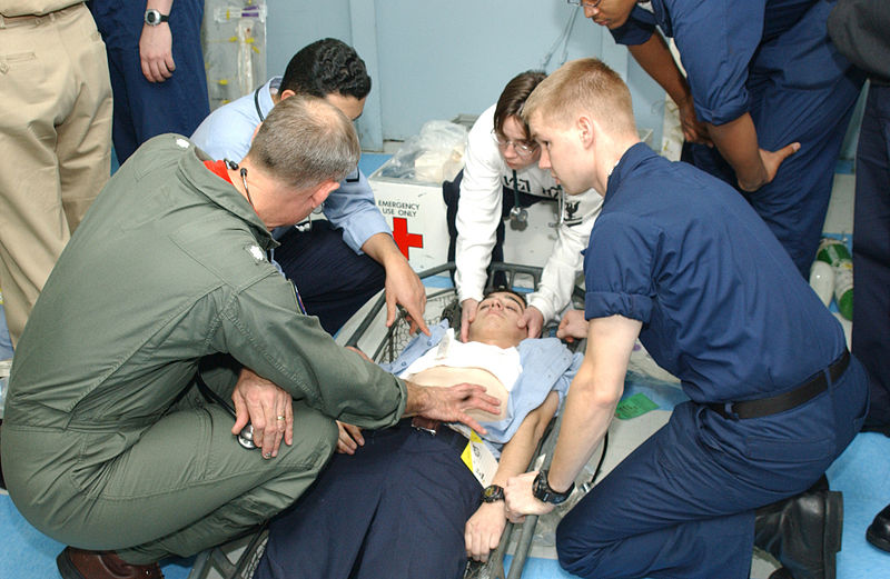 800px-US_Navy_021212-N-9563N-502_medical_staff_conduct_medical_assistance_training_on_simulated_injuries_during_a_mass_casualty_drill