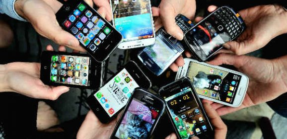 The Pros of Using Smartphones in the Workplace